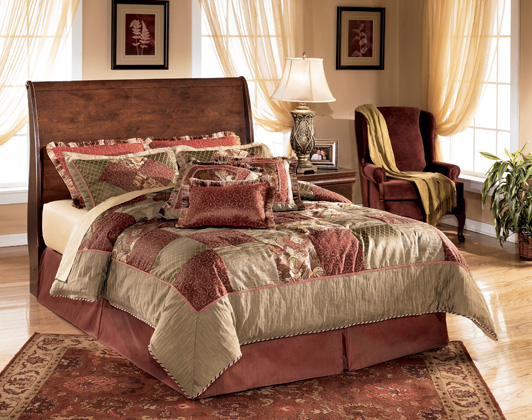 Wilmington Full Panel Bed (as shown in queen)